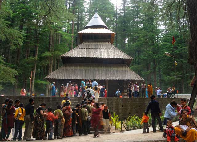 places to visit in manali Hadimba devi temple